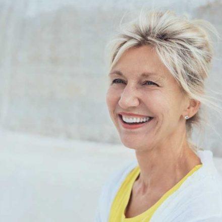 Super kratke frizure za starije žene preko 55 godina!