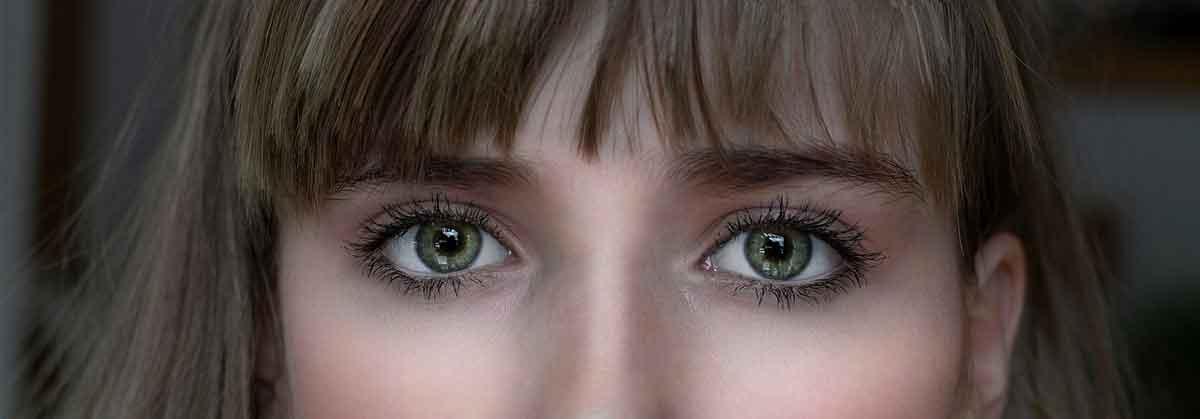 Koja boja kose uz zelene oči najbolje pristaje?
