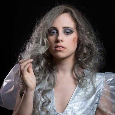 Siva boja kose je poslednji trend! Samo za smele i odlučne!