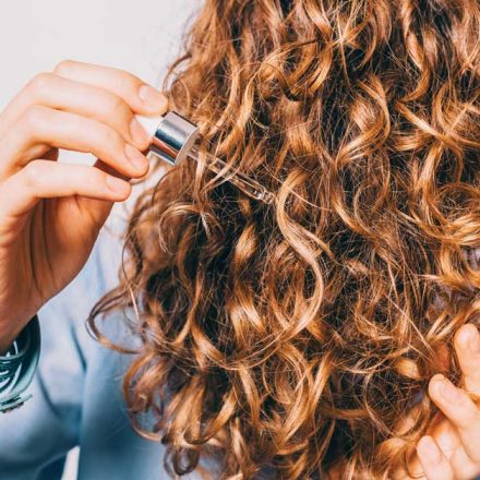 Svaka žena mora da ima serum za ispucale krajeve kose!