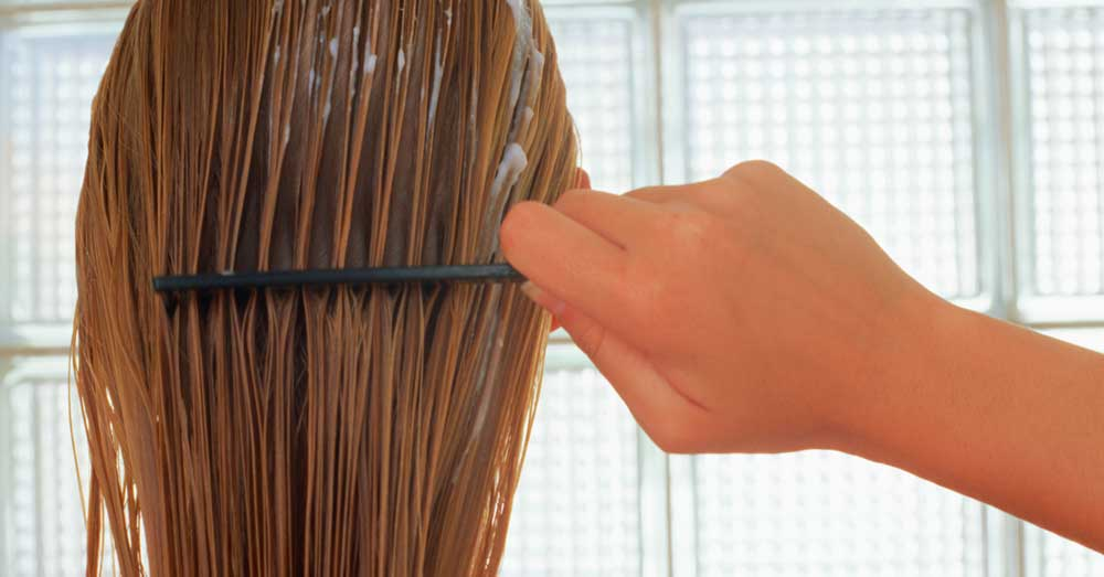 kako češljati kosu tokom pranja