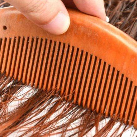 Zašto je drveni češalj za kosu bolja opcija?
