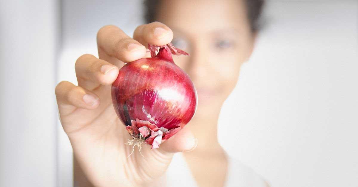 Crveni luk protiv opadanja kose!Ekonomičan i delotvoran!